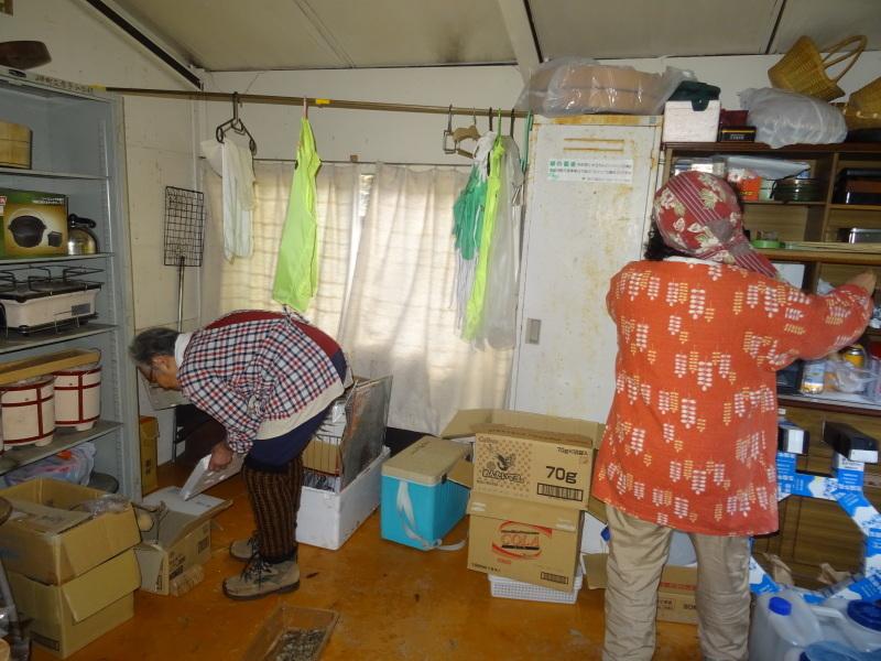 孝子駅に「みさき里山クラブ」が門松を寄贈しました _c0108460_20470210.jpg