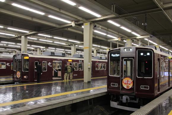 阪急梅田駅 お正月看板車 8000系_d0202264_23583395.jpg
