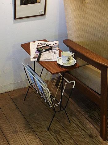 sidetable with magazinerack &  お知らせ_c0139773_16565227.jpg