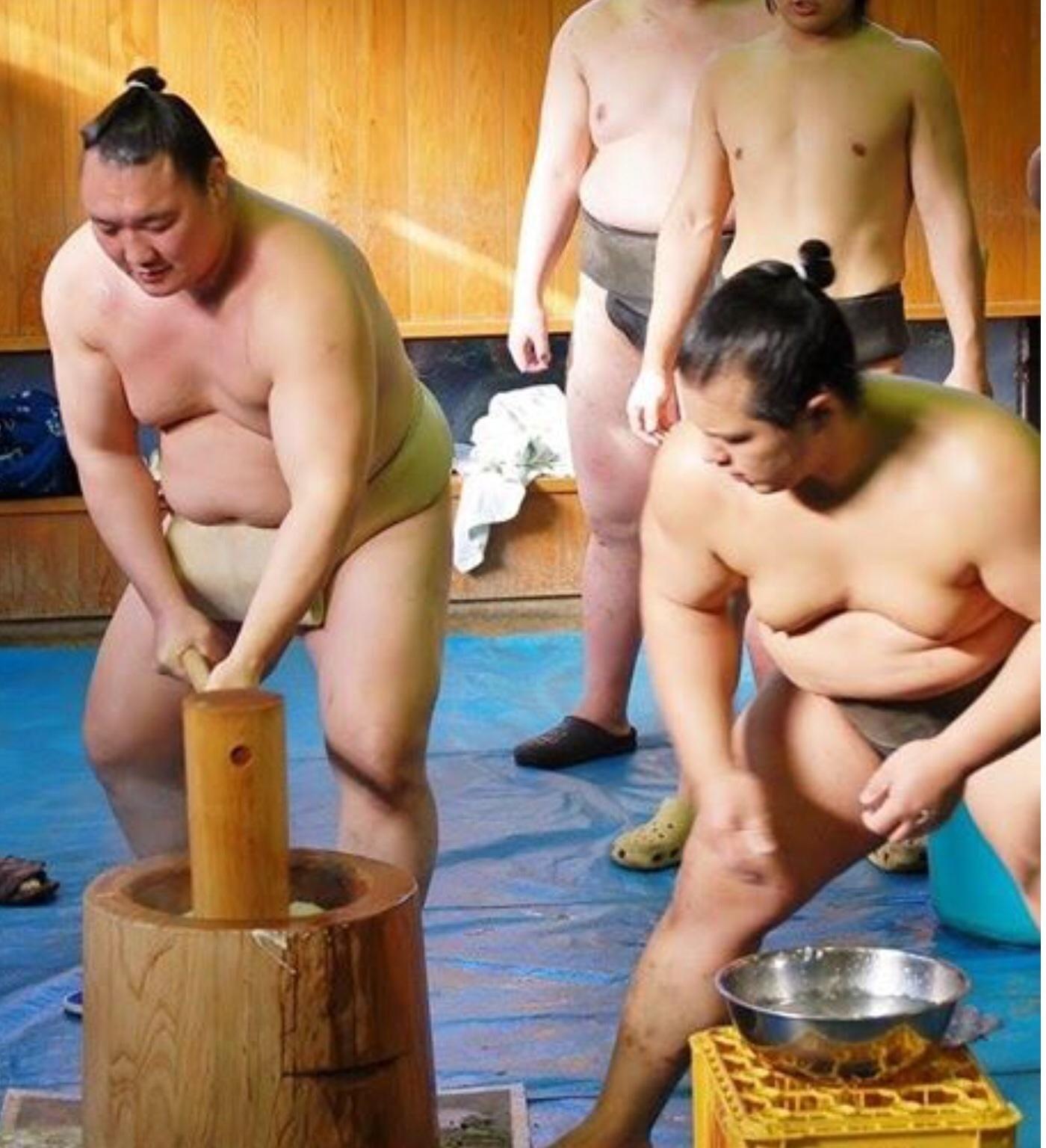 お相撲さんのお餅つき_b0210699_23185087.jpg