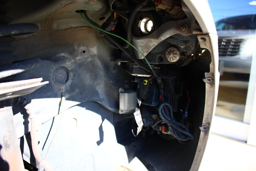 PTクルーザーへLEDヘッドライト装着_f0105425_19262075.jpg