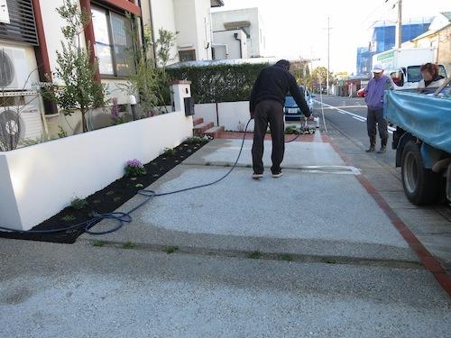 実家の駐車場完成!!_f0324766_16284238.jpg
