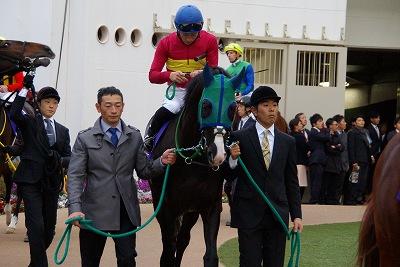 有馬記念は、ゴールドアクターが4連勝で人馬共に悲願のGI初制覇!_b0015386_0284111.jpg