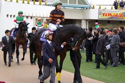 有馬記念は、ゴールドアクターが4連勝で人馬共に悲願のGI初制覇!_b0015386_028753.jpg