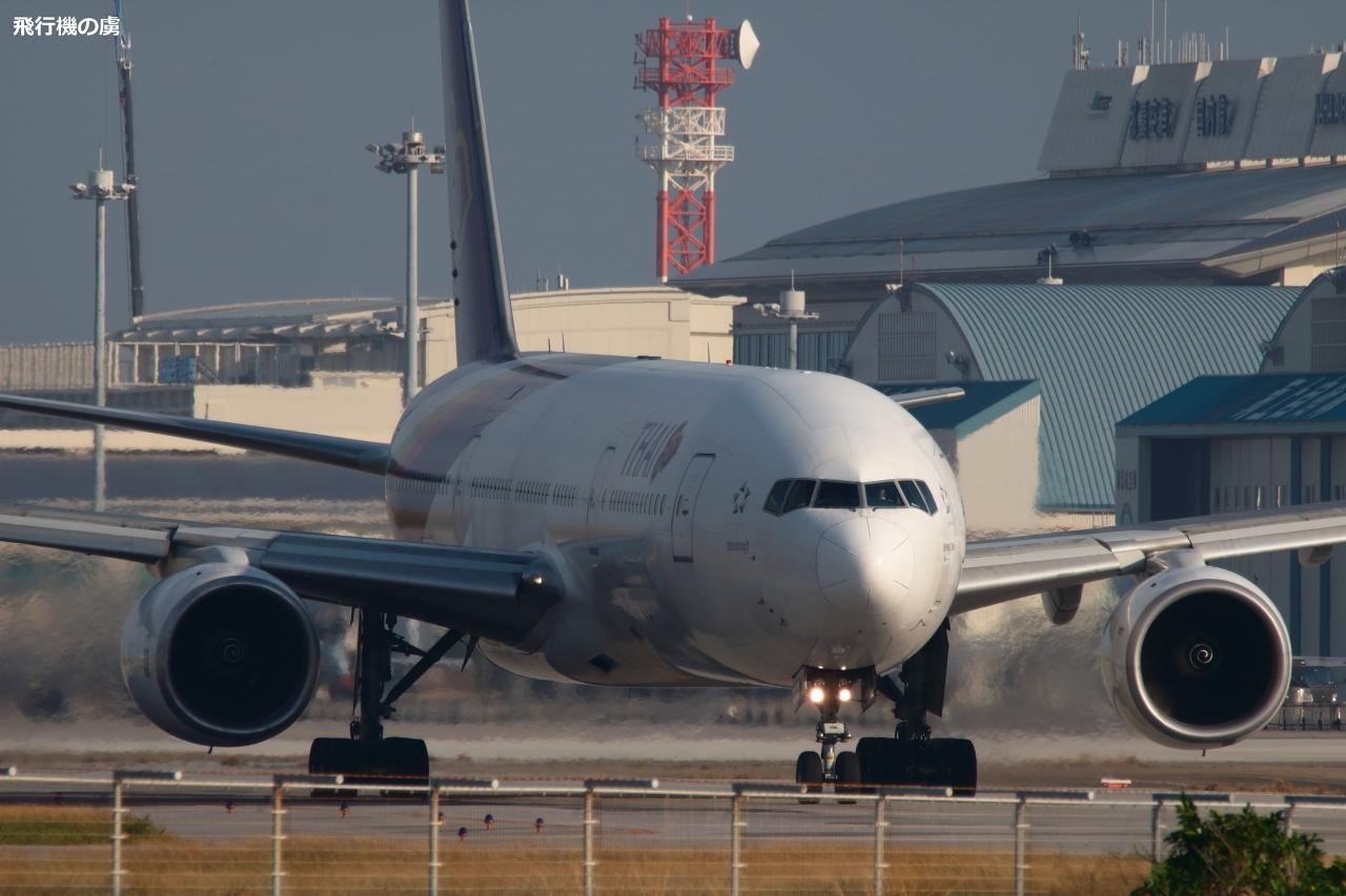 今回は777のチャーター便 タイ国際航空(TG)_b0313338_22135697.jpg