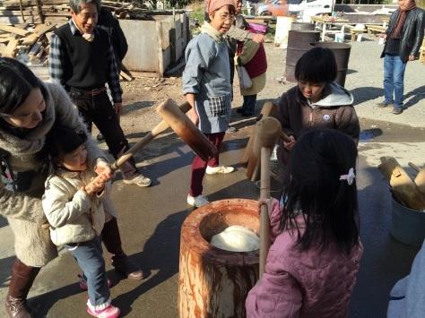 blog:餅つき大会 #師走 #もちつき #豚汁 #甘酒 #おしるこ #キューバ #ソン_a0103940_12423871.jpg