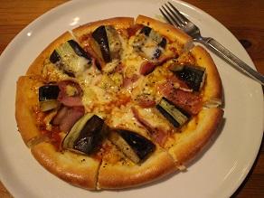 シモキタ路地裏の有名ピザ店 ロクサンでトッピング2種_c0030645_2048653.jpg