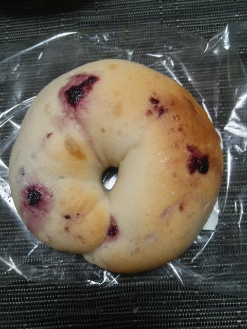 マキパン 山梨県産ブルーベリークリームチーズ_f0076001_2222713.jpg