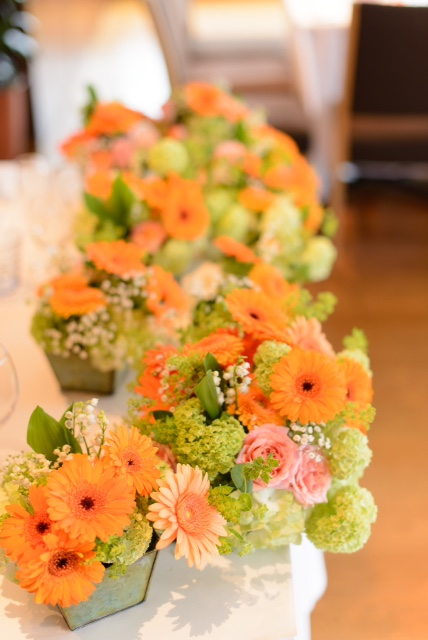 5月の装花 ブラッスリーポール・ボキューズ様へ オレンジのガーベラ 花に囲まれる幸せ_a0042928_10131142.jpg