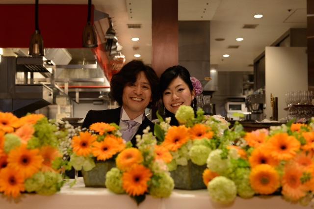 5月の装花 ブラッスリーポール・ボキューズ様へ オレンジのガーベラ 花に囲まれる幸せ_a0042928_10151119.jpg