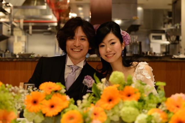 5月の装花 ブラッスリーポール・ボキューズ様へ オレンジのガーベラ 花に囲まれる幸せ_a0042928_108452.jpg