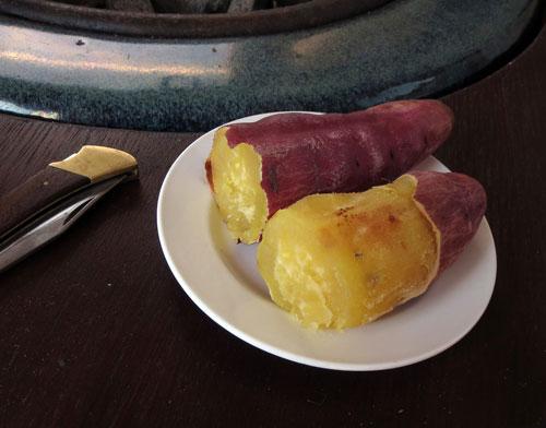 山小屋で孫達と餅と焼き芋を食す_d0130640_2010893.jpg