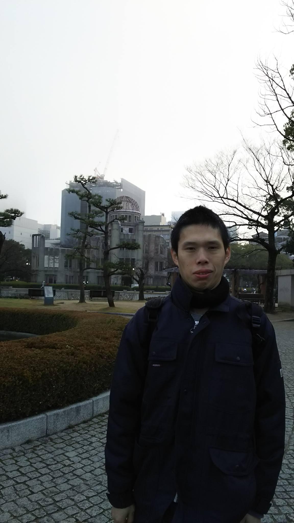 原爆ドーム前にて本社社主・さとうしゅういち_e0094315_15473917.jpg
