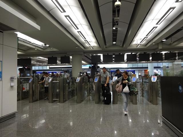 香港到着、沖止め _b0248150_19173147.jpg