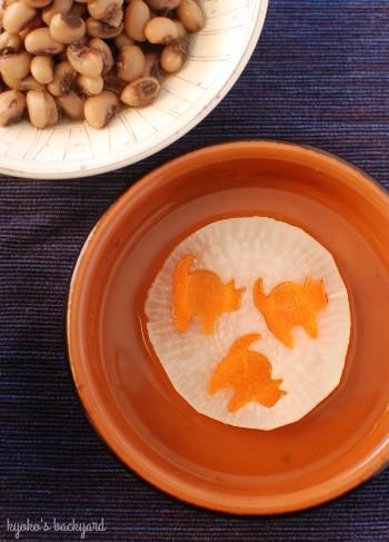 手作り餅の雑煮と、アメリカのおせち_b0253205_05585404.jpg