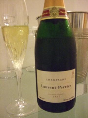 最近飲んでいるシャンパーニュとワイン ♡ 日本からのお土産(頂きもの)_e0303431_18133329.jpg