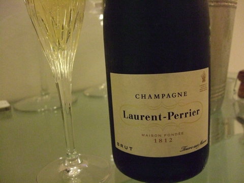 最近飲んでいるシャンパーニュとワイン ♡ 日本からのお土産(頂きもの)_e0303431_18135314.jpg