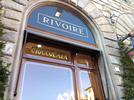 寒い日は老舗のバールでホット・チョコレート_a0136671_4264743.jpg