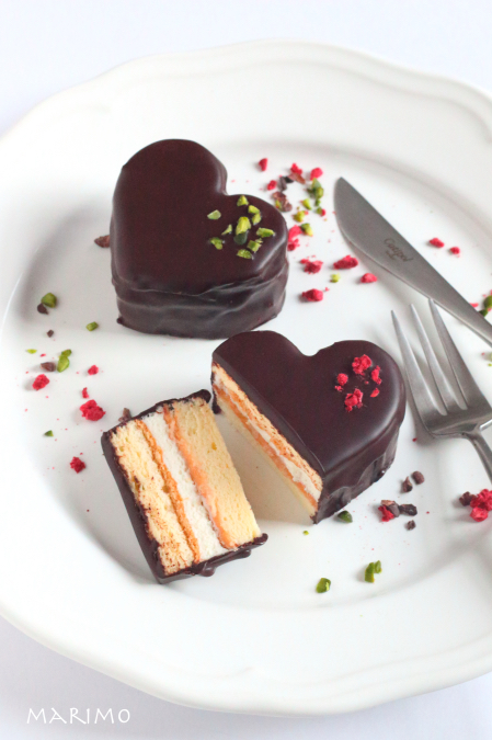外はパリっ&中はふんわり!かわいいハートのチョコレートケーキ!【レシピ付き】