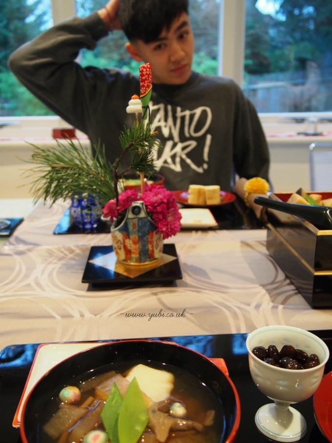 今更ですが、我が家の元日の(お粗末な。^^;)食卓。。。(大汗)_b0313387_07531381.jpg