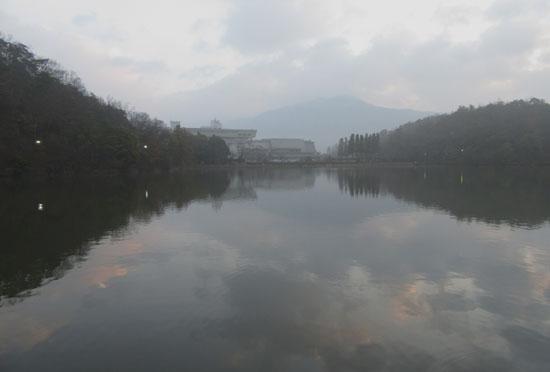 宝が池 霧の朝_e0048413_1754653.jpg