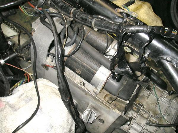 BMW 旧Rtype 配線引き直し  *今年も宜しくお願いします*_e0218639_1059564.jpg