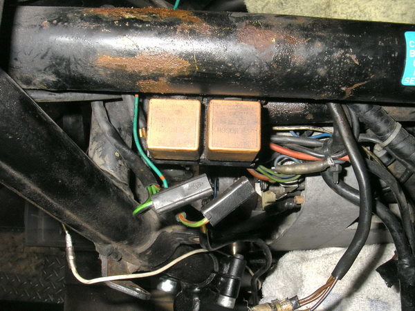 BMW 旧Rtype 配線引き直し  *今年も宜しくお願いします*_e0218639_11487.jpg