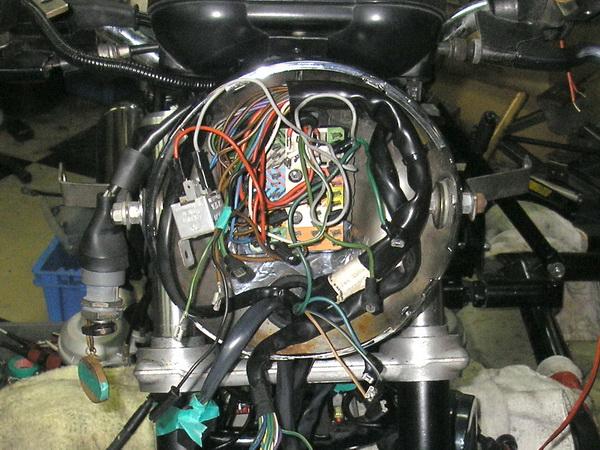 BMW 旧Rtype 配線引き直し  *今年も宜しくお願いします*_e0218639_1192737.jpg