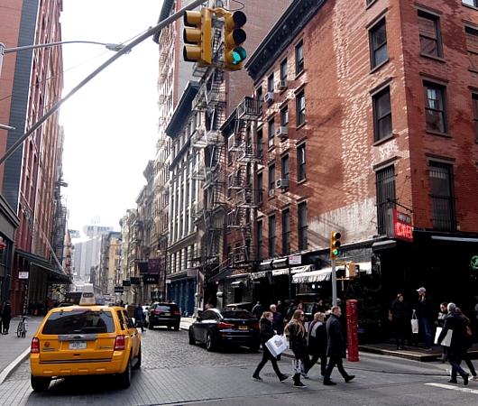 ニューヨーク、SOHOの風情たっぷりな街角風景_b0007805_2138035.jpg