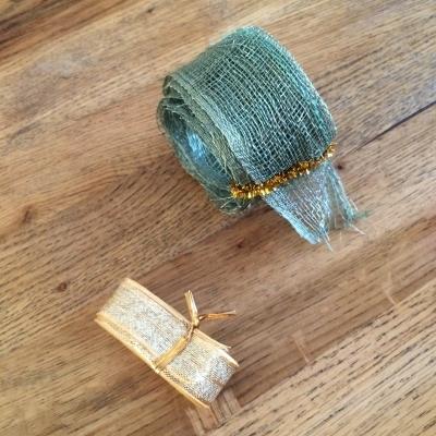 【食パンの袋を留める針金の入ったアレ】の再利用方法_f0245967_17133151.jpg