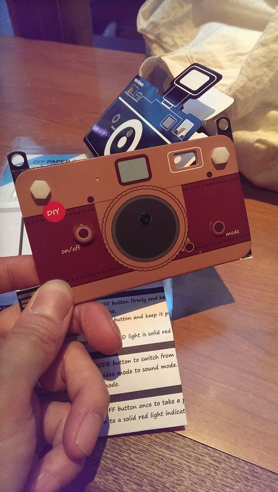 上海問屋のペーパーカメラを、Leica「風」に。_c0004568_23211899.jpg