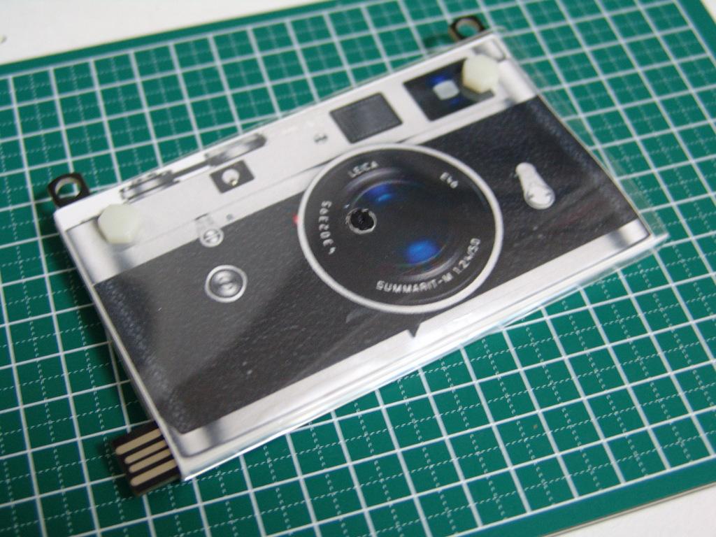 上海問屋のペーパーカメラを、Leica「風」に。_c0004568_23244148.jpg