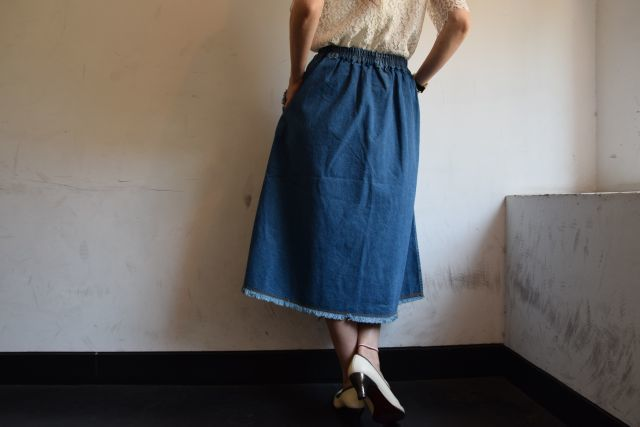 Kaonのフレアスカートで   ・ ・ ・_b0110586_19045906.jpg