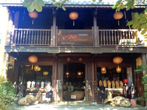 ベトナムでお買い物…水牛ペンダント_b0210699_23140135.jpg