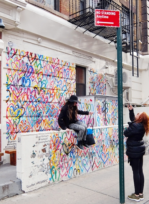 ハートいっぱいのNYの街角アート、「ラブ・ウォール」(Love Wall)by James Goldcrown_b0007805_22312486.jpg