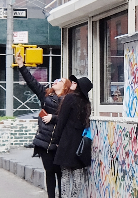 ハートいっぱいのNYの街角アート、「ラブ・ウォール」(Love Wall)by James Goldcrown_b0007805_22313674.jpg