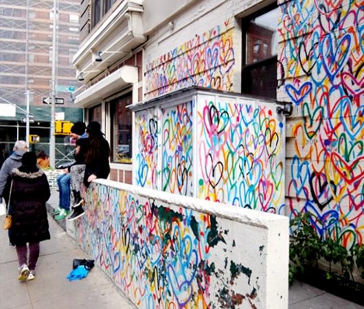 ハートいっぱいのNYの街角アート、「ラブ・ウォール」(Love Wall)by James Goldcrown_b0007805_22331383.jpg