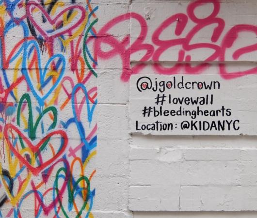 ハートいっぱいのNYの街角アート、「ラブ・ウォール」(Love Wall)by James Goldcrown_b0007805_22332357.jpg