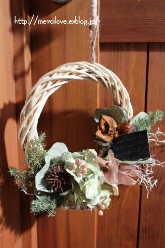 お正月で使ったしめ縄を、ひと足早く春らしいナチュラルリースに!
