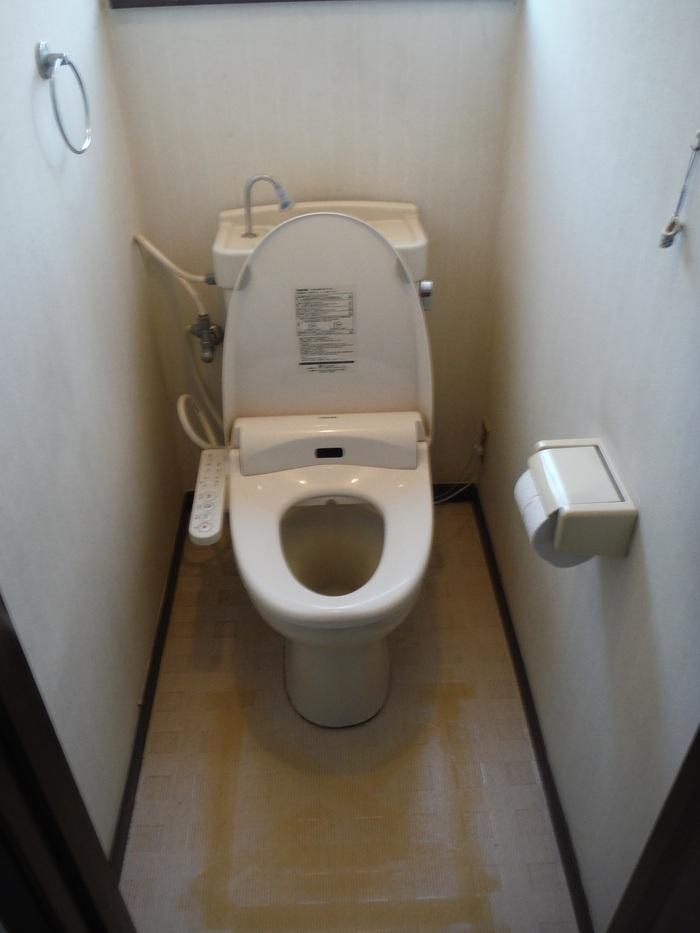 トイレと窓のリフォーム ~ ご相談は_d0165368_3122548.jpg