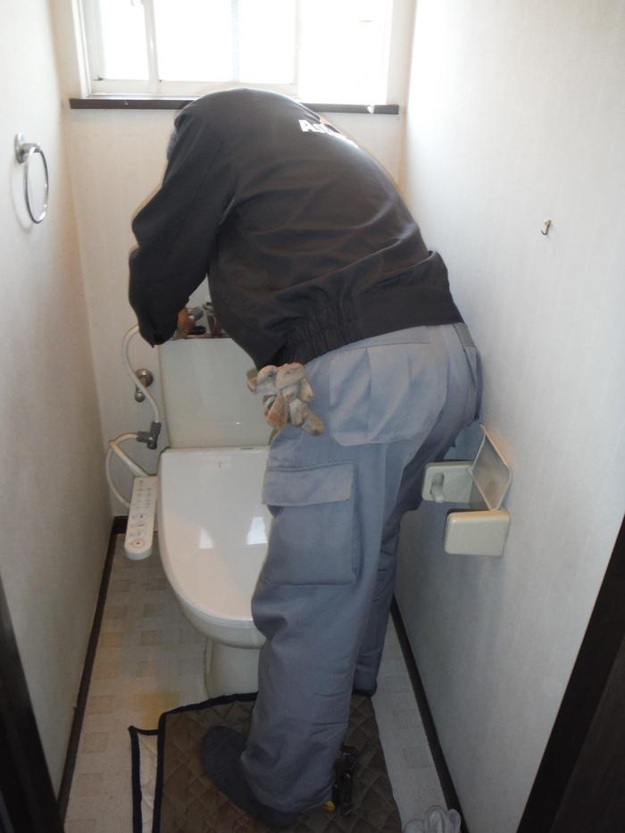 トイレと窓のリフォーム ~ ご相談は_d0165368_312385.jpg