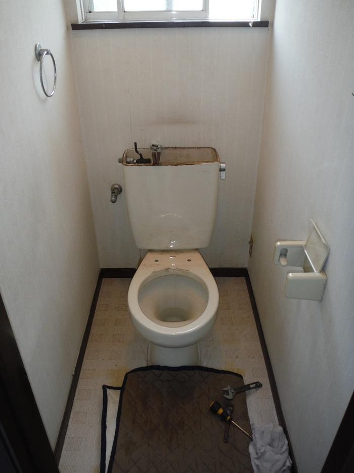 トイレと窓のリフォーム ~ ご相談は_d0165368_3125330.jpg