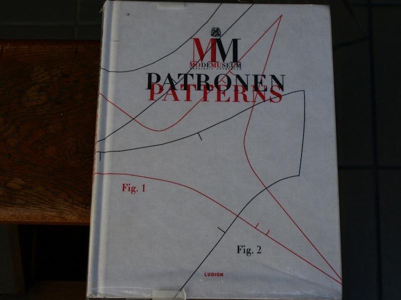 モードミュージアムMOMU展覧会『モードとパターン展』カタログ MODE MUSEUM PATRONEN PATTERNS_e0122680_18531964.jpg