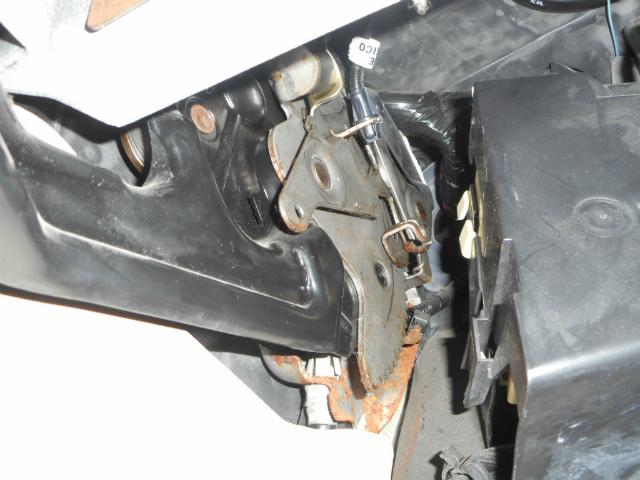 キャデラック・エスカレード、ブレーキリリース修理_c0267693_15202297.jpg