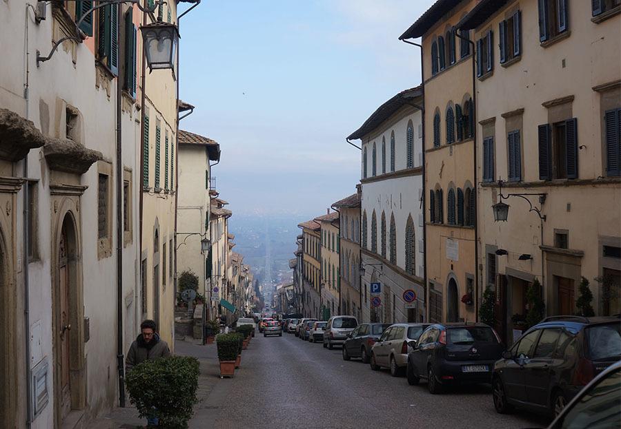 イタリアでもっとも美しい村の1つ、アンギアーリ_f0106597_06460946.jpg