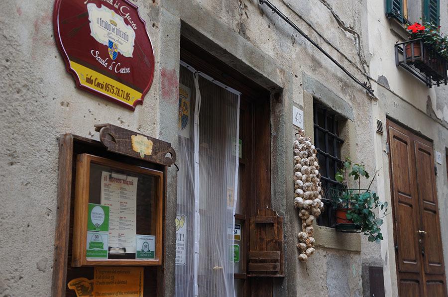 イタリアでもっとも美しい村の1つ、アンギアーリ_f0106597_06574209.jpg