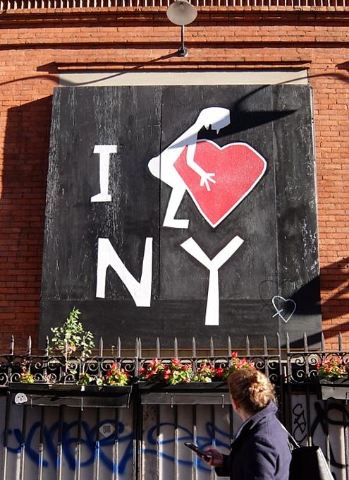 ニューヨーク、ノリータの風情たっぷりな街角風景_b0007805_1056622.jpg