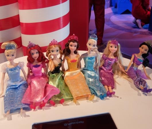 今年からディズニー・プリンセスのお人形さんの顔が変わります_b0007805_2030375.jpg