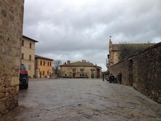モンテリッジョーニの市壁、今月はお休みニャ♪_a0136671_0153837.jpg