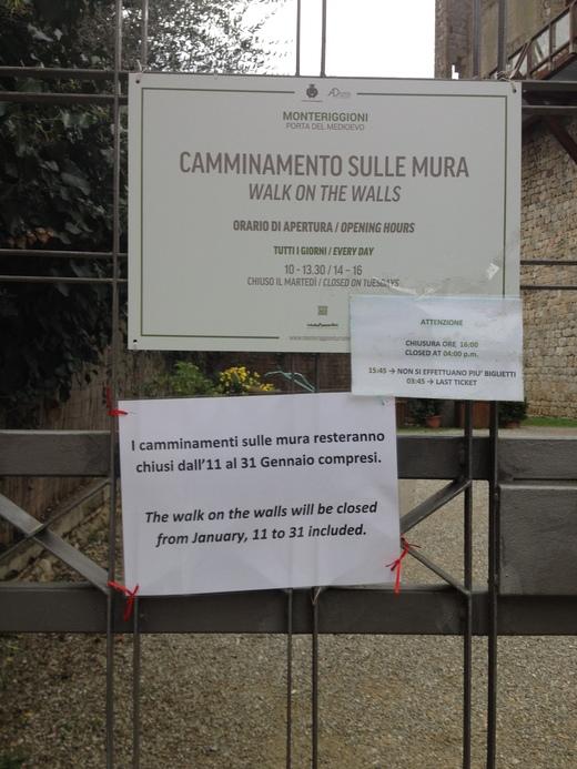 モンテリッジョーニの市壁、今月はお休みニャ♪_a0136671_023582.jpg